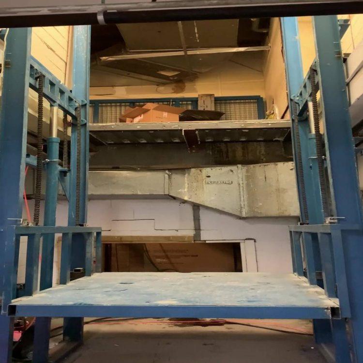 安装测试商用货梯